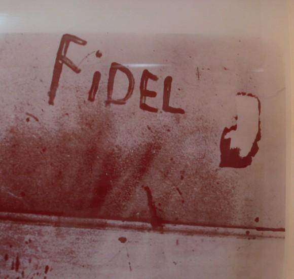 20110415165512-el-miliciano-eduardo-garcia-delgado-victima-del-criminal-bombardeo-escribio-con-su-sagre-el-nombre-de-fidel-580x550.jpg