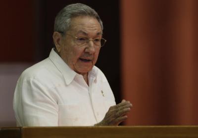 20140707003533-raul-clausura-viii-legislatura-del-parlamento-cubano-3.jpg