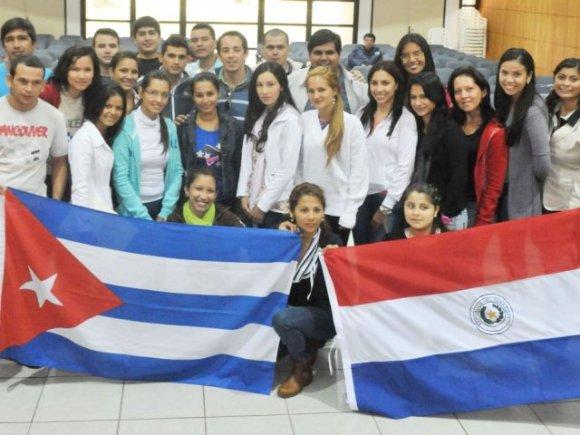 20150820225920-medicos-egresados-cuba-esperan-tener-chance-trabajar-el-pais-11.jpg